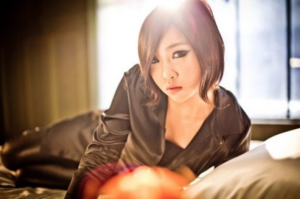 2NE1's Minzy Folds Paper Stars