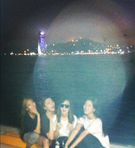 miss A Takes a Group Photo at 2012 Yeosu Expo