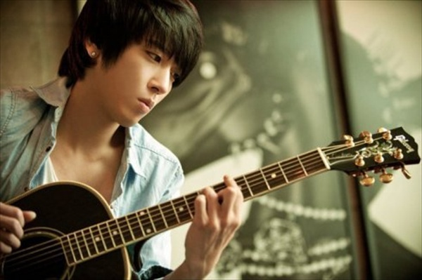 FNC Announces Jung Yong Hwa's Solo Album to Be Released Later This Year