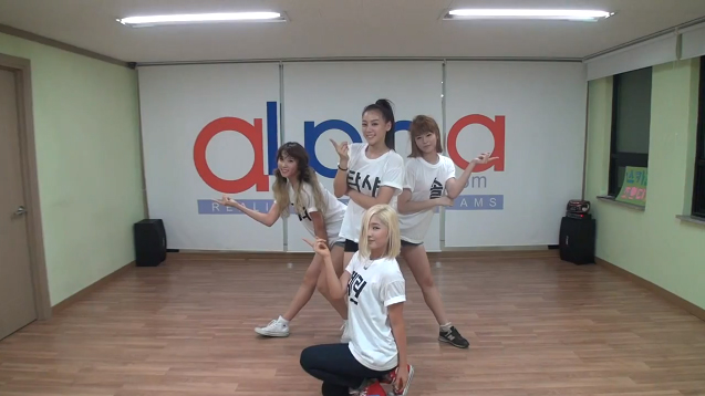 """New Girl Group SKARF Releases Dance Practice for """"Oh! Dance"""""""