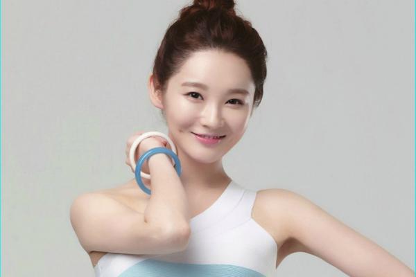 Davichi's Kang Min Kyung Looks Smoking Hot in Skin-Tight Dress