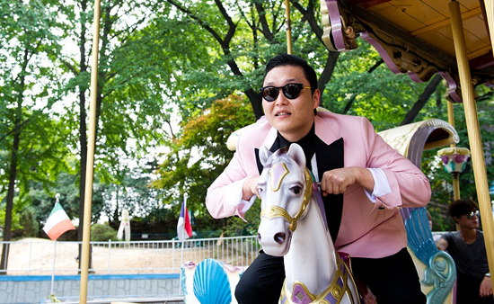 Justin Bieber Reaches Out to PSY