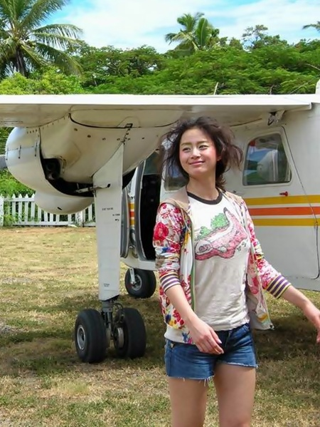 Old Photo Of Kim Tae Hee Both Shocks and Awes Fans