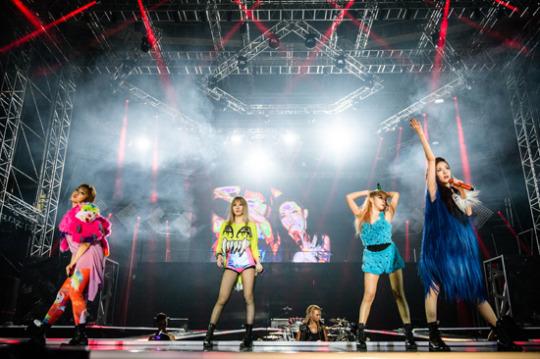 2NE1 to Hold Live Interview through Facebook