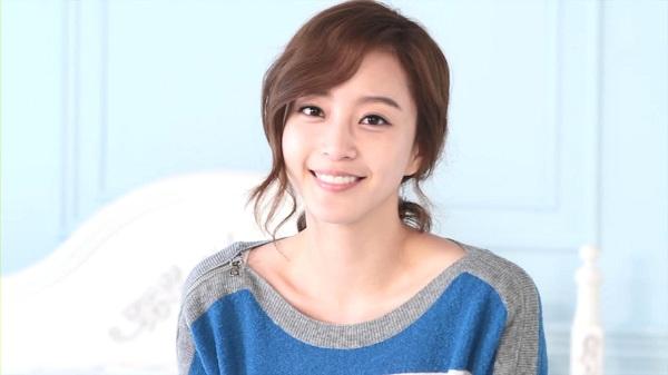 "Han Ye Seul to Make Comeback through New Film ""The Dog"""