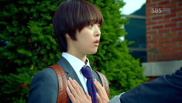 Lee Hyun Woo Criticized for Grabbing f(x) Sulli's Breasts?