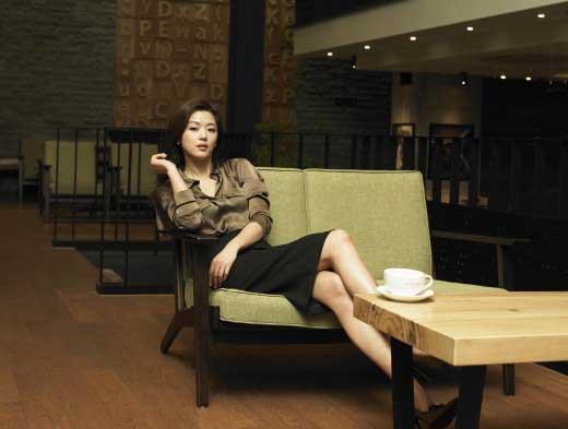 Jeon Ji Hyun Dangerously Flaunts in Gold Tube Top Mini-Dress