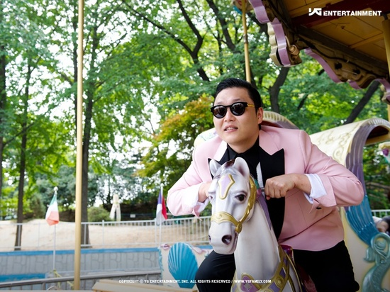 "PSY Sets Another New Record – Ranks #1 on ""Billboard Social 50"""