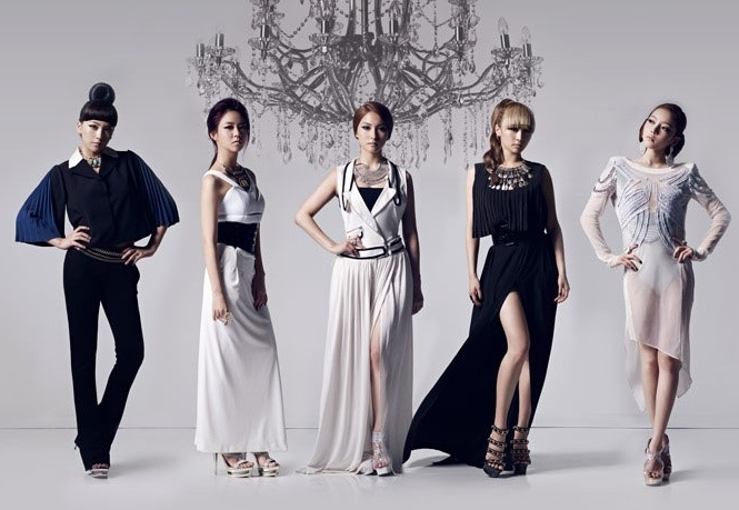 """Kara Show Their Odd Girl Charms and Talk About Performing With Psy and Sexy Stage Costumes in """"High Cut"""" Pictorial"""