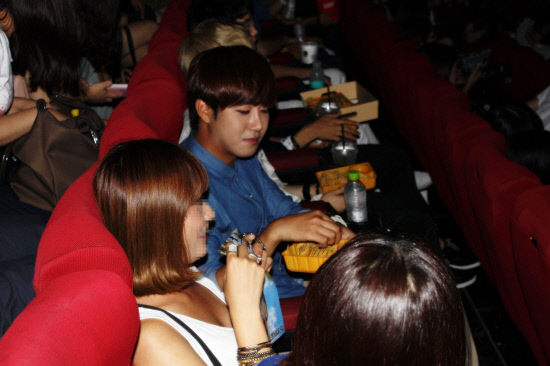 ZE:A Has a Movie Date with Fans