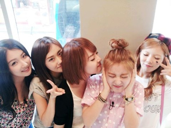 4Minute Shares a Sweet Group Photo