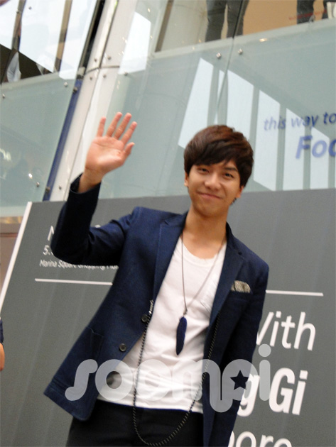 Lee Seung Gi Charms the Singapore Media and Fans With His Megawatt Smiles
