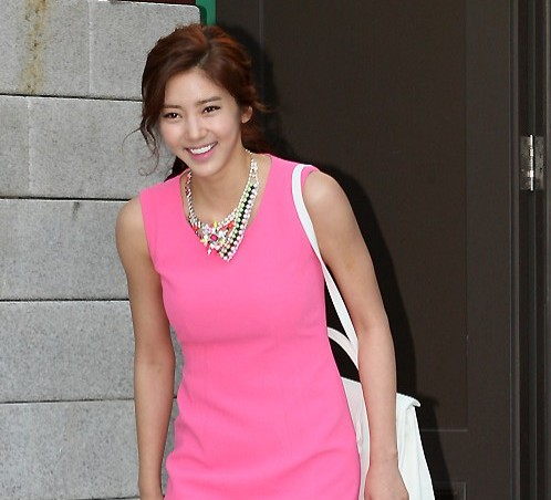 Son Dambi Postpones Her Comeback to Early October