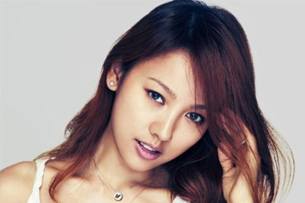 Lee Hyori Flaunts Her Charm in the Club