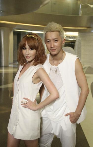 """Hangeng Releases """"The Listener"""" MV Featuring Elva Hsiao"""