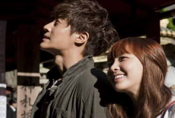 "Kim Hyun Joong Gives Jung Yumi a Romantic Back Hug for ""City Conquest"""