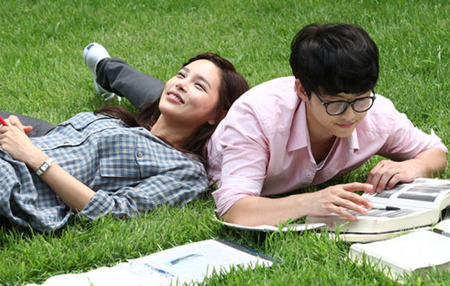"""""""Nice Guy"""" Unveils Romantic Couple Stills of Song Joong Ki and Park Shi Yeon"""