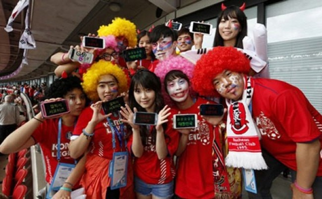 IU Shows Support for Korean Olympic Soccer Team