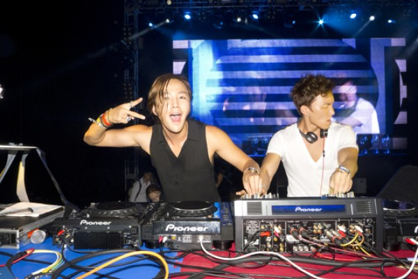 Jang Geun Suk Brings the House Down at UMF Korea 2012
