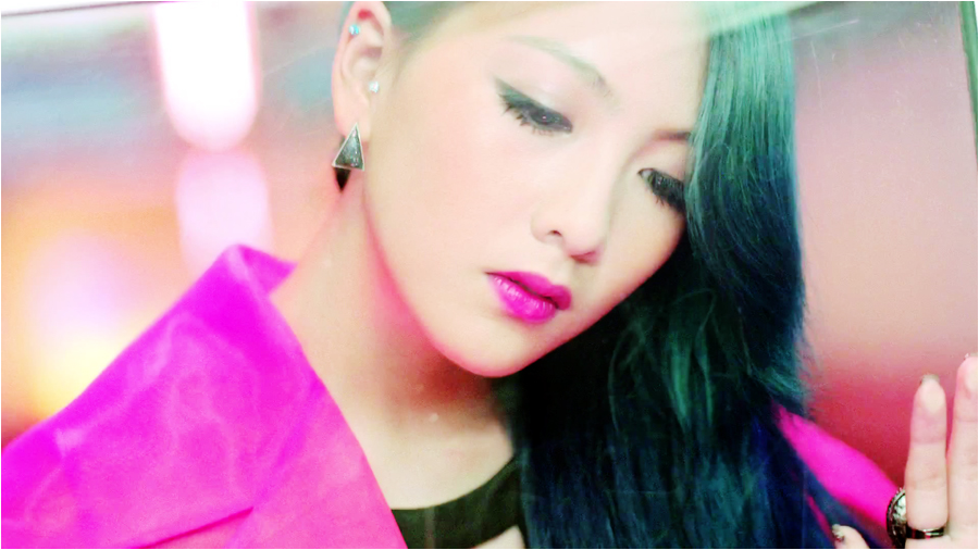 Kara's Kang Ji Young Draws Attention with Her Passport Photo