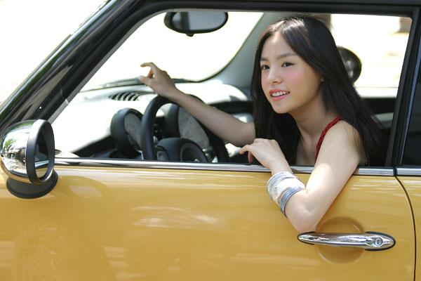 Min Hyo Rin's Old Photos Resurface Online