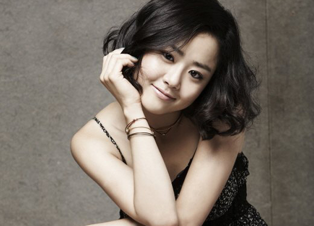 """Moon Geun Young Talks About """"Nation's Little Sister"""" Title, Graduation and More"""