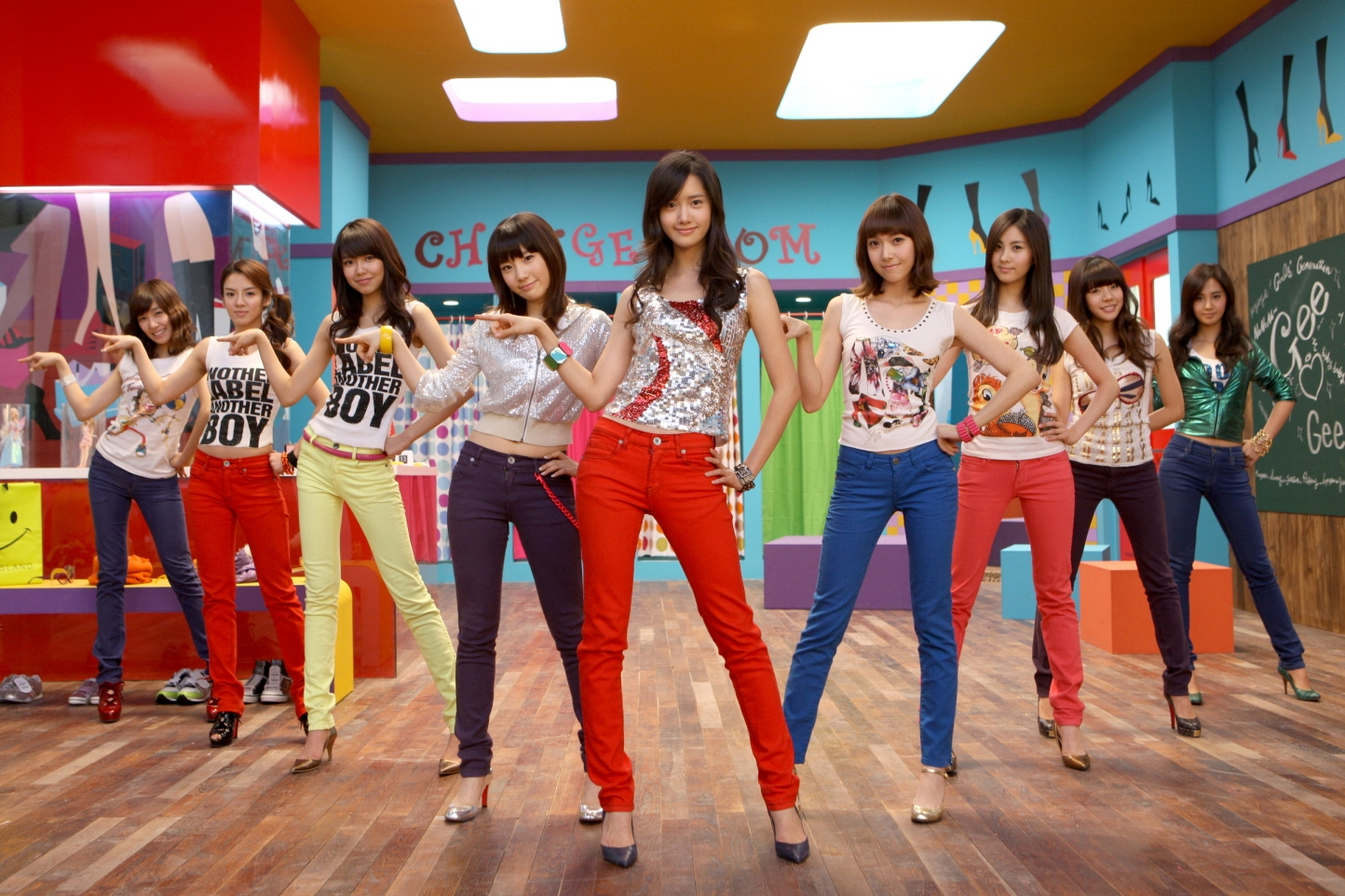 "Girls' Generation's ""Gee"" MV Surpasses 100 Million Views on YouTube"