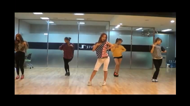 "J.Tune Camp's Rookie Girl Group Two X Reveals Dance Practice for ""Double Up"""