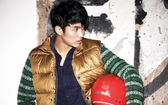 "2AM's Seulong is a Hot Rebel for ""Dazed & Confused"""