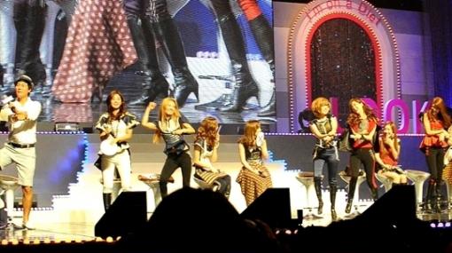 """Girls' Generation Fashions in """"Gangnam Style"""""""