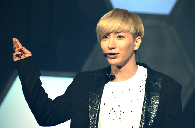 Super Junior's Leeteuk Snaps Photo at a Spa