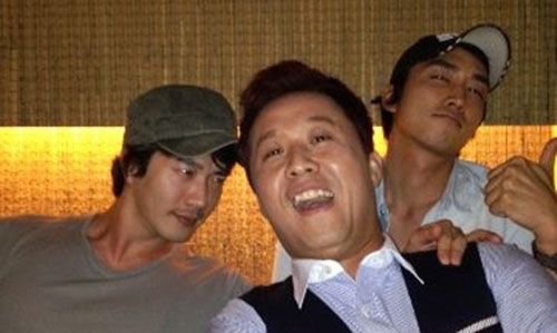 Kwon Sang Woo, Song Seung Hun and Jung Jun Ha Take Best Friends Pics