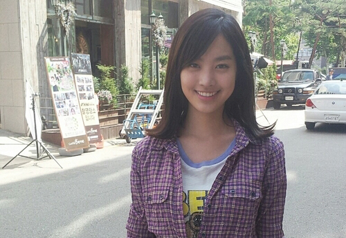 "Jin Se Yeon Radiates On Set Of ""Five Fingers"""
