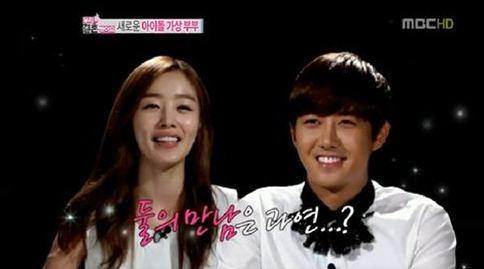 "We Got Married"" Bride Sun Hwa Peeks Through Kwang Hee's Cell Phone"