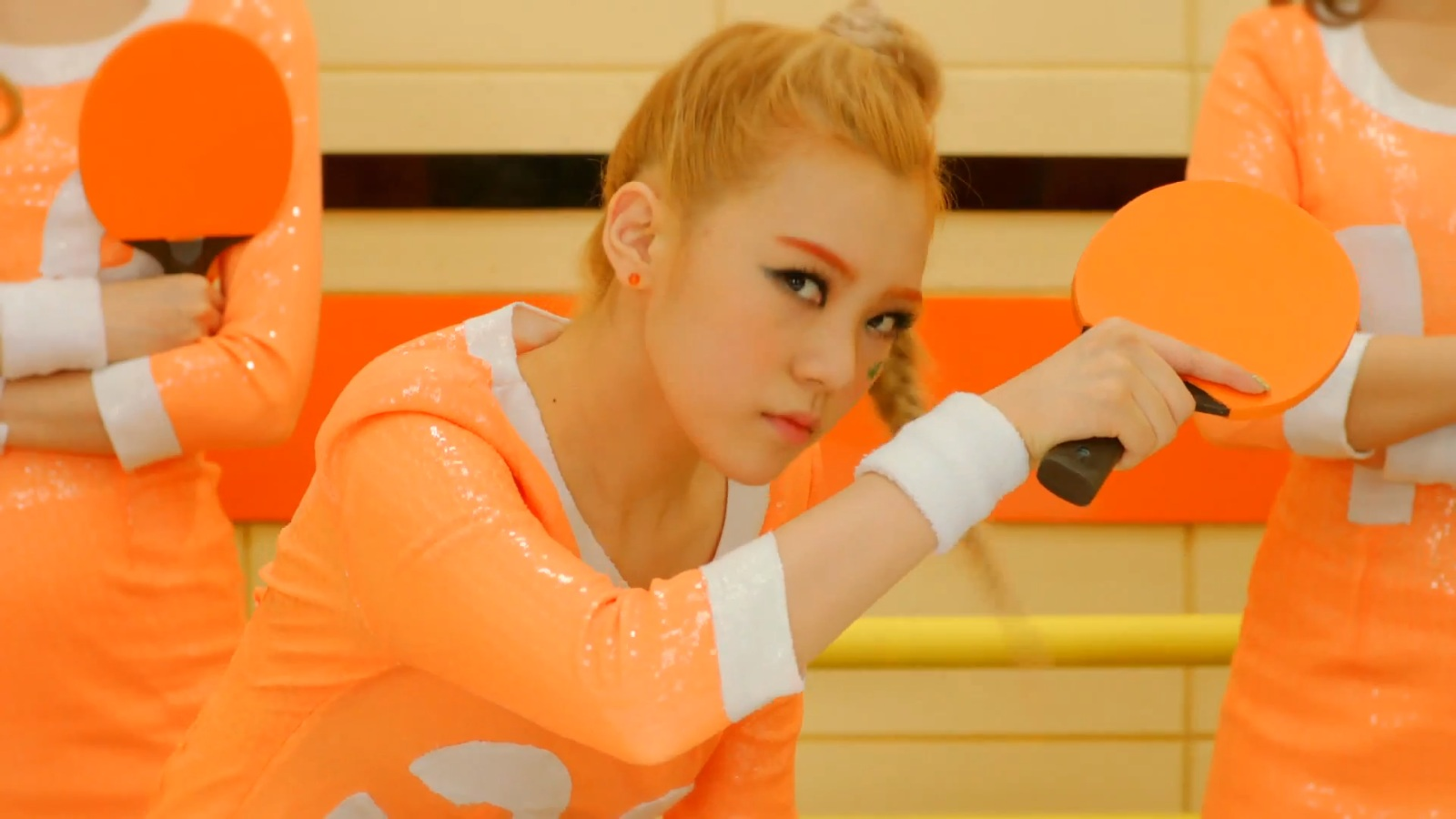Orange Caramel's Lizzy Proves She Can Fit Inside A Cabinet