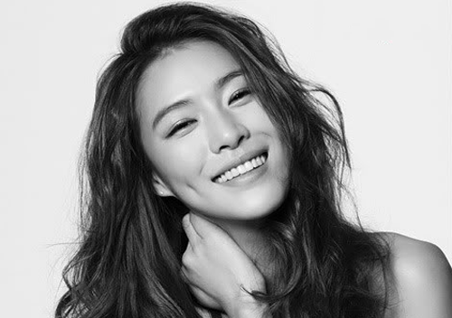 Kahi Updates Fans With Selcas From The States