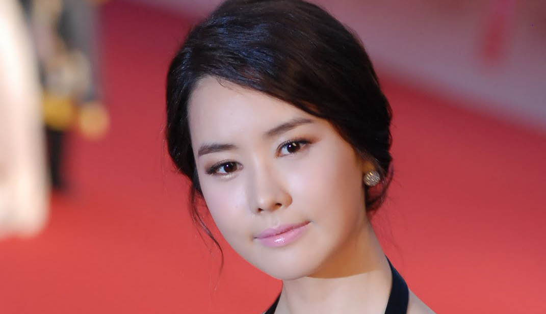 Lee Da Hae Feels Burdened About Being Compared with Kim Tae Hee and Soo Ae