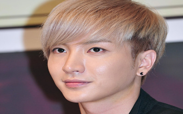 Super Junior's Leeteuk Apologizes for Not Attending Concert to the End