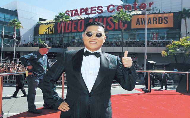 "PSY's ""Gangnam Style"" MV Makes it to the Guinness Records"