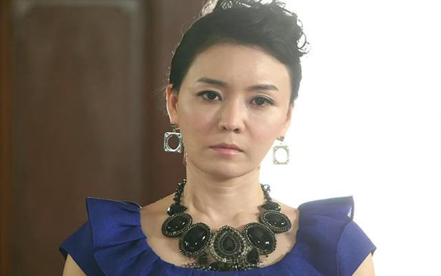 Actress Kim Jung Nan Almost Cries at the Sight of SHINee's Onew
