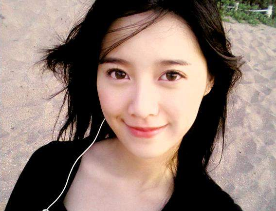"Goo Hye Sun Asks: ""Do we look alike?"" With Photo on Twitter"
