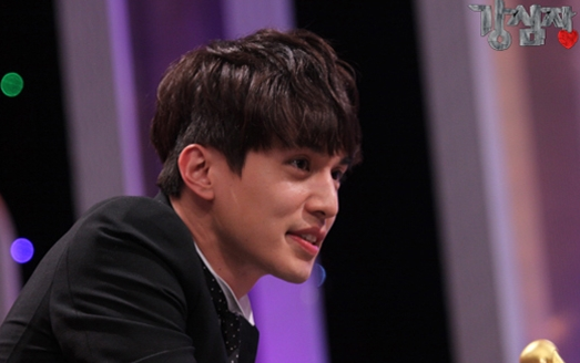 "Behind the Scenes With Cute and Charming ""Strong Heart"" Host Lee Dong Wook for Brand Echoroba"
