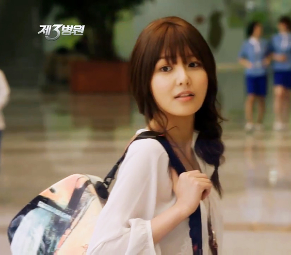 """Girls' Generation's Soo Young Shows Off """"Honey Skin"""" For Llang Advertisement"""