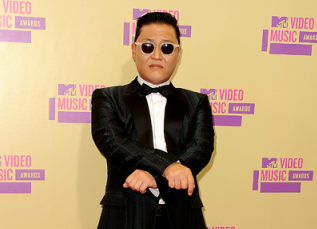 "Psy Performs ""Gangnam Style"" with The Wanted at MTV VMAs Pre-Party Show"