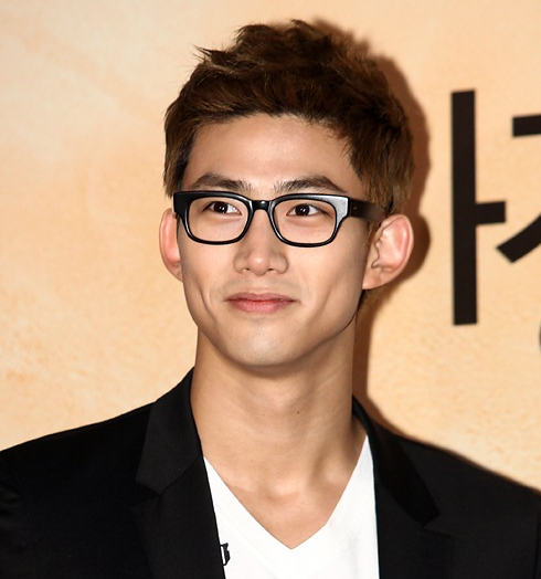 2PM member Taecyeon's Eyes Fill With Tears of Joy in Rome on Twitter