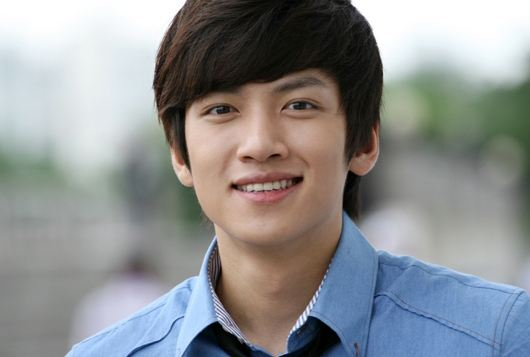 """Five Fingers"" Actor Ji Chang Wook Was a Flower Boy Even in High School"
