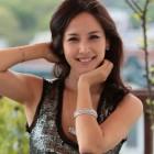 """Haeundae Lovers"" Actress Jo Yeo Jung is a Radiant Darling in Headphones"