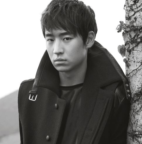 """Ghost Sweepers"" Actor Lee Je Hoon Says Scenes with Kim Soo Ro Were Ad-lib Fest in ""Elle"""