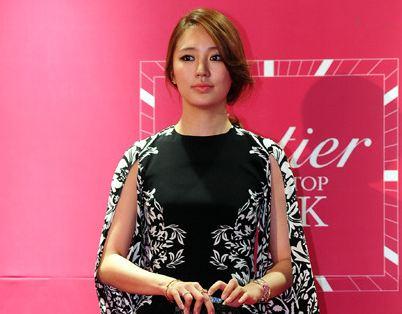 Yoon Eun Hye Looks Like a Cute Cat