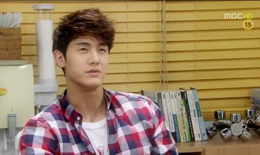 "Lee Ki Woo Commemorates Last Shoot of ""Standby"""